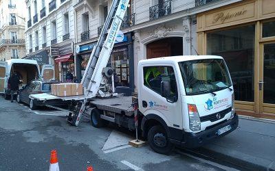 Pourquoi louer un monte-charge pour déménager ses meubles à Paris ?