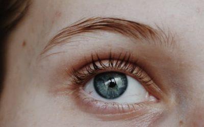 Micro-sourcils : Tout ce que vous devez savoir